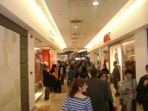 Suprafaţa Unirea Shopping Center Braşov va fi dublată