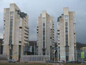 Braşovul – oraşul ieftinirilor imobiliare în august