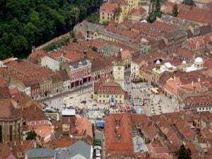 Gastroserv vinde patru spaţii comerciale în Piaţa Sfatului