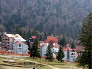 Investiţii imobiliare de 100 de milioane de euro, abandonate în Predeal