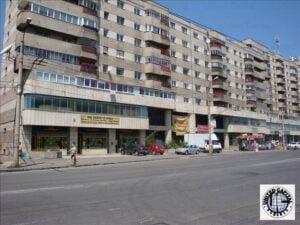 Parterul unui bloc se vinde cu zece milioane de euro