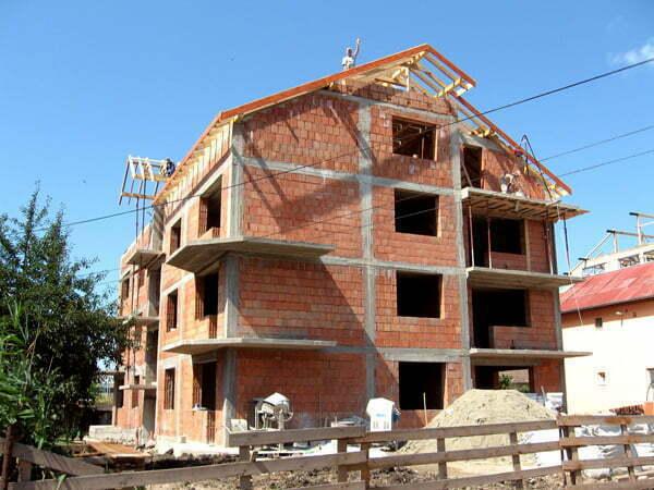 Mai multe case şi cu suprafeţe mai mari