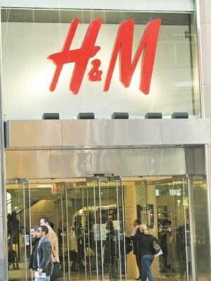 H&M dă un voucher de 5 lei penrtru o plasă de haine vechi