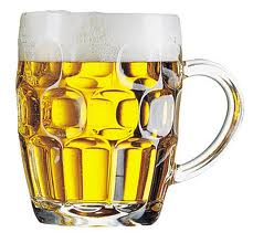 Un român munceşte 25 de minute ca să îşi cumpere o bere