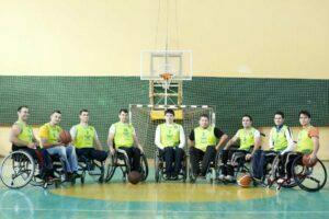 Meci de baschet în scaune cu rotile în scop caritabil