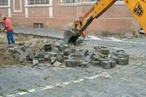 Fotogalerie: Un milion de euro pentru modernizarea Pieţei Enescu, a străzii Michael Weiss şi pentru drumul spre Poiană
