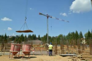 Constructorul centrului de agrement din Poiană va fi luat la bani mărunţi