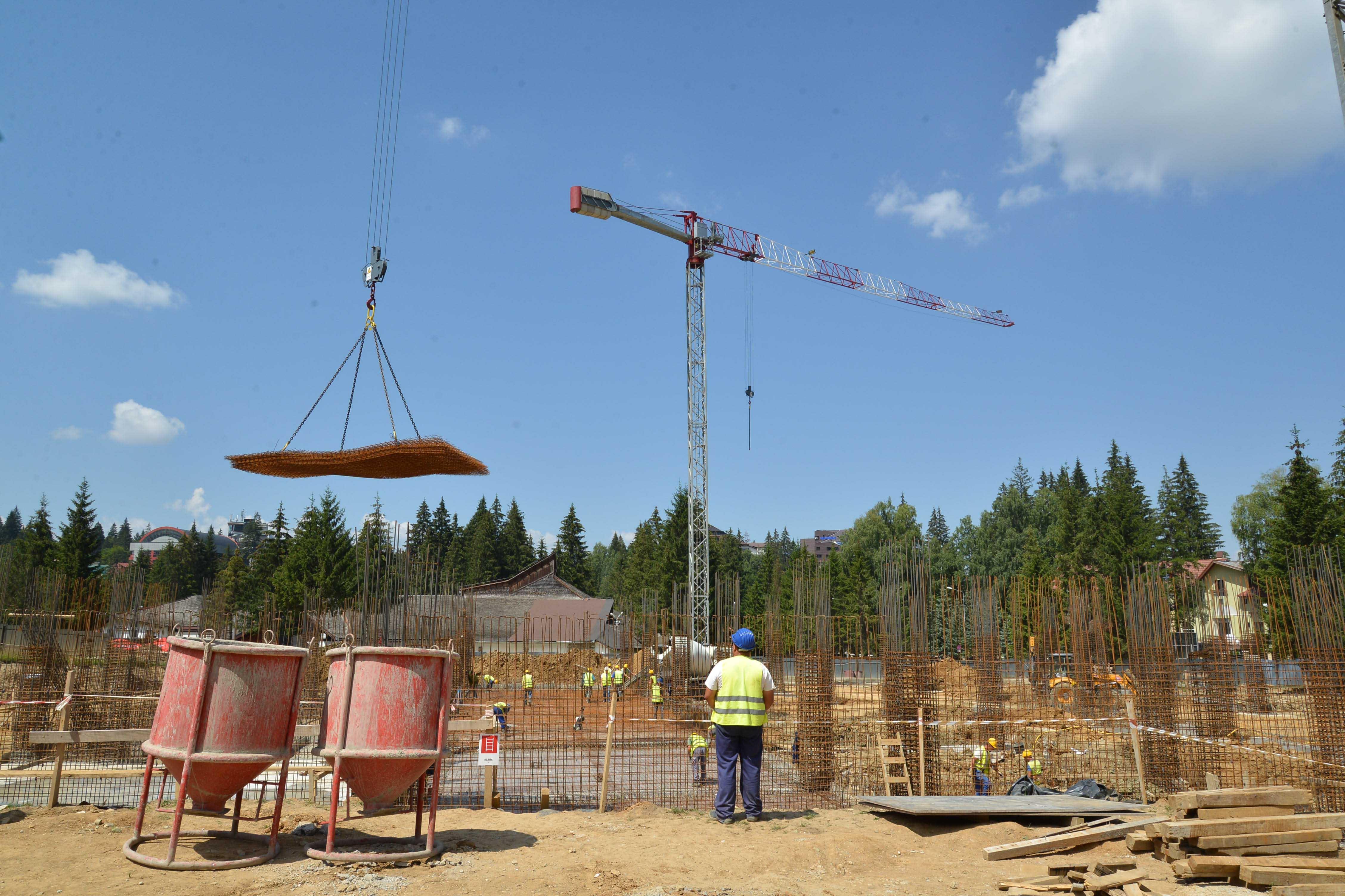 Termenul de finalizare al modernului centru de agrement din Poiană se prelungește până la finele lui 2015, fiindcă nu s-a găsit un alt constructor
