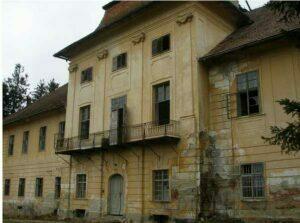 Castelul Brukenthal de la Sâmbăta a ajuns o ruină, după ce o parte din el s-a prăbuşit