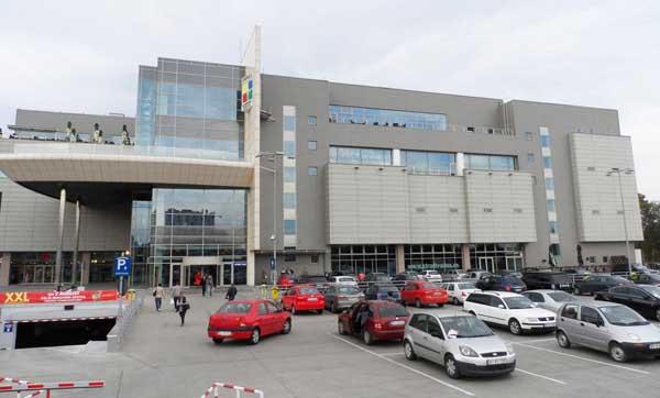 """Vânt de faliment: După ce magazinul din Brașov s-a """"golit"""" de ani de zile, nici locația din București a celor de la Unirea Shopping Center nu se simte prea bine"""