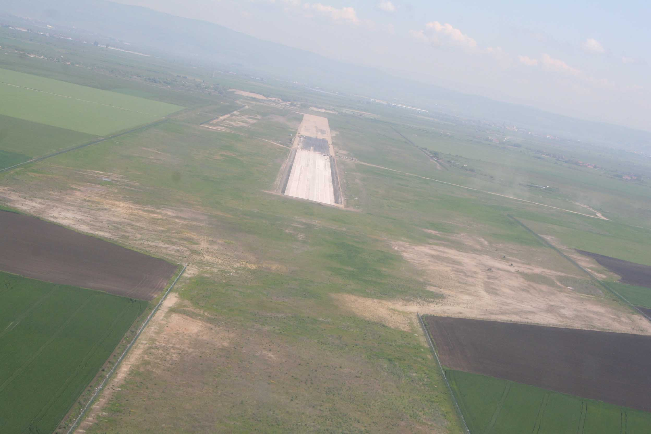 O nouă problemă în calea continuării lucrărilor la aeroport: CJ Brașov și-a pierdut dreptul de administrare asupra celor 200 de ha primite de la Guvern