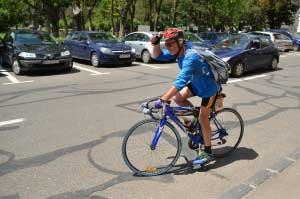 """La 62 de ani, vrea să cucerească """"Transfăgărăşanul"""" pe bicicletă, după ce, anul trecut, a făcut un tur prin ţară de 2.500 de km!"""