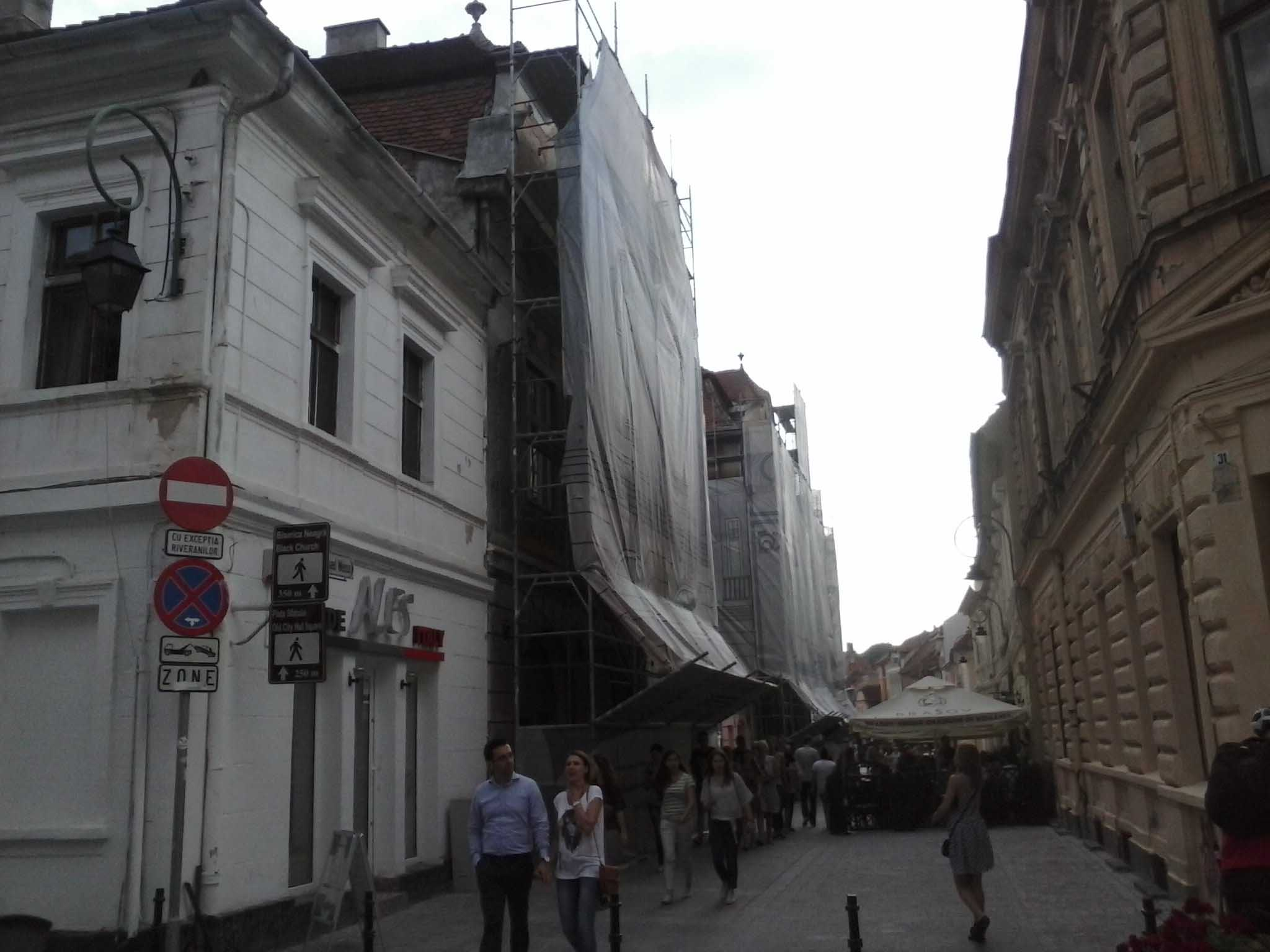 """S-au stabilit prioritățile pentru refacerea clădirilor degradate prin """"Legea fațadelor"""", care oferă posibilitatea finanțării lucrărilor cu fonduri de la bugetul local"""