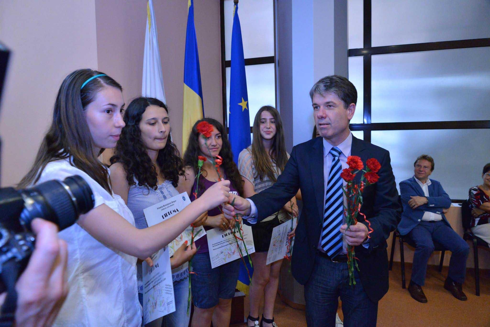 1.870 de elevi eminenți vor fi recompensați de Primăria Brașov cu premii în bani