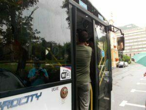 De luni, wireless gratuit în toate autobuzele şi troleibuzele. Sistemul funcţionează deja în 182 de mijloace de transport