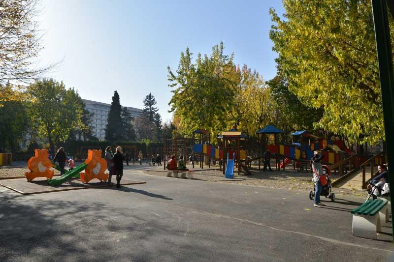 Parcul Central, complet modernizat. În curând, vor începe lucrările şi în parcul de lângă Poştă