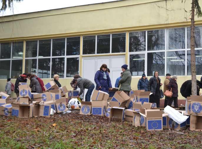 Cele 7.200 de cutii cu alimente europene vor fi redistribuite beneficiarilor care au mai primit deja astfel de ajutoare, începând de mâine