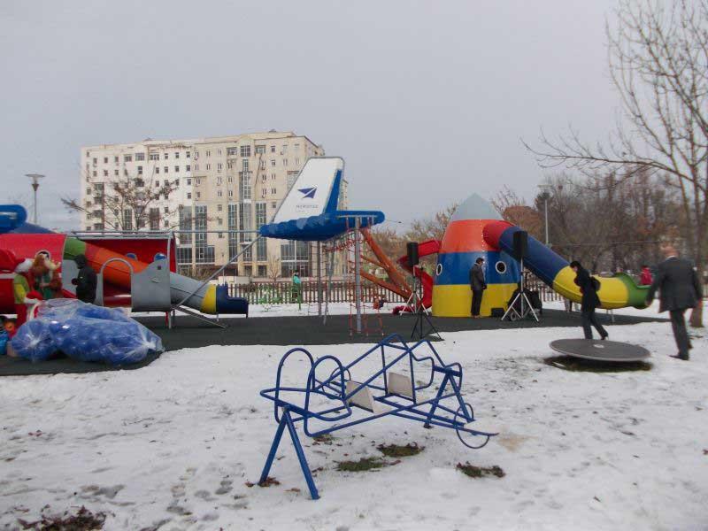 FOTO Parcul unicat cu avioane din Centrul Civic și-a deschis porțile