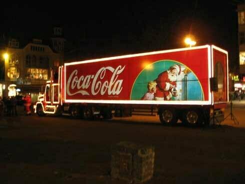 Caravana Coca-Cola ajunge în Piaţa Sfatului
