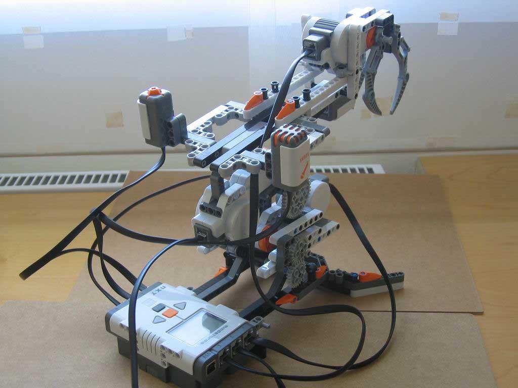 Expoziţie de roboţi şi maşini din piese LEGO – la Muzeul Civilizaţiei Urbane