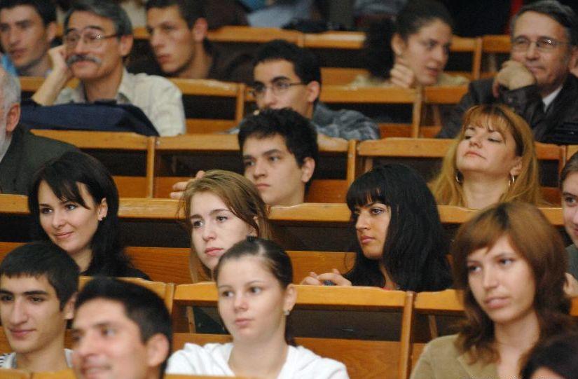 fwdBv#19 Studiu privind traseul ocupațional al absolvenților de la Universitatea Transilvania: 80,9% dintre absolvenți sunt angajați sau conduc propria firmă