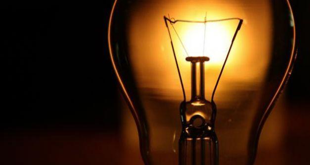 Amenzi de 1,1 milioane de lei pentru  furnizorii de energie electrică. Cât au de plată Enel, CEZ, E.On și Electrica