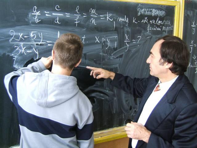 Brașovul ocupă locul cinci în topul județelor cu cei mai mulți profesori necalificați