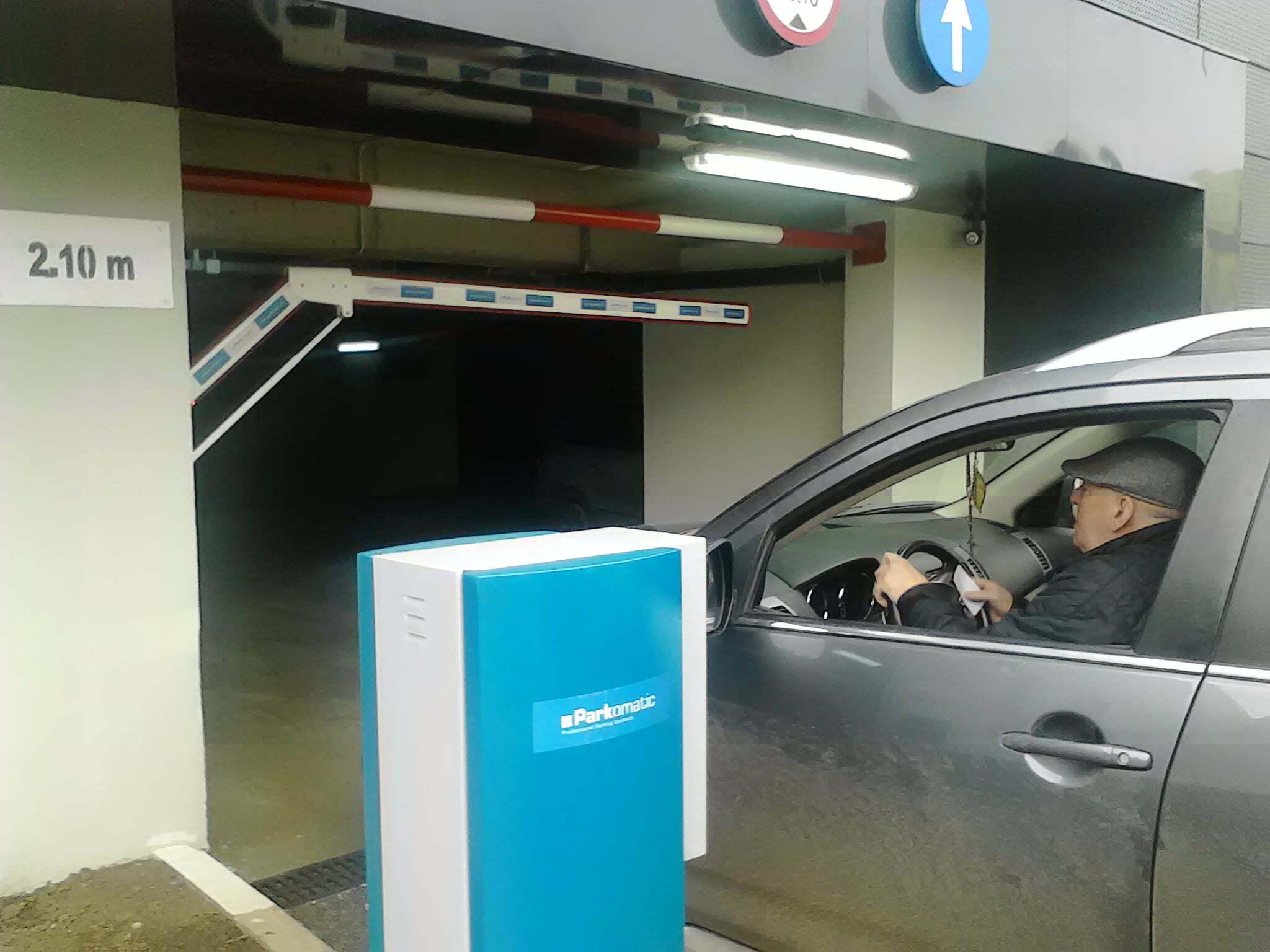 Doar 6 abonamente pentru moderna parcare de la Militar