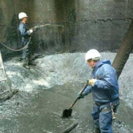 Curățarea canalului Timiș, o operațiune greu de realizat: de sub dalele de beton s-au scos leșuri de animale, saltele și chiar și frigidere