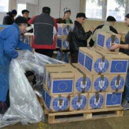 """Alimentele europene """"se prăfuiesc"""" în depozite. Peste 5.000 de brașoveni nu și-au ridicat acest drept"""