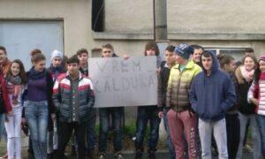 Protest de susținere a celor care sunt obligați să stea în frig, din cauza faptului că noul Serviciu de Termoficare este în continuare înghețat