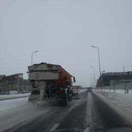 Brașovul, pregătit pe hârtie de cod portocaliu: 30 de utilaje de deszăpezire în stand-by și peste 830 de tone de sare în depozite