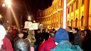 A opta zi de proteste. Peste 1000 de brașoveni în Piața Sfatului FOTO