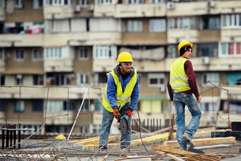 angajati constructii