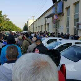 Prefectura Braşov a luat măsuri pentru eliminarea cozilor de la Paşapoarte