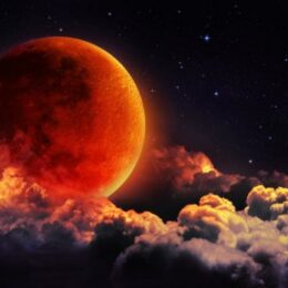 Cea mai lungă eclipsă de lună totală a secolului va avea loc în noaptea de vineri spre sâmbătă. Dacă va fi senin, va putea fi văzută și de la Brașov