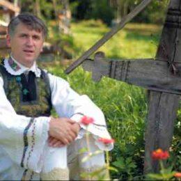 Fostul preot Pomohaci, condamnat pentru evaziune fiscală după ce ani de zile nu a plătit impozitele la apartamentele din Brașov, Cluj, Timișoara și București, printre primii clienți ai legii promulgate de Klaus Iohannis care îi scapă pe evazioniști de închisoare