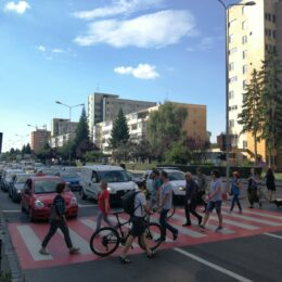 Protestul pe trecerea de pietoni inițiat la Brașov, preluat și de alte mari orașe din țară