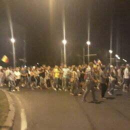 FOTO VIDEO Peste 5.000 de brașoveni mărșăluiesc prin oraș și cer demisia Guvernului