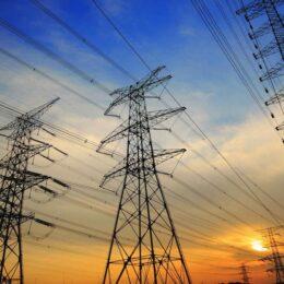Principalul distribuitor de energie din Brașov a fuzionat cu alte două companii. Noua firmă operează peste 200.000 de km de linii electrice și va deservi peste 3,8 milioane de clienți