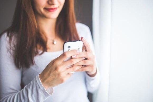 STUDIU 75% dintre români cred că telefoanele mobile sunt principalele surse de radiații