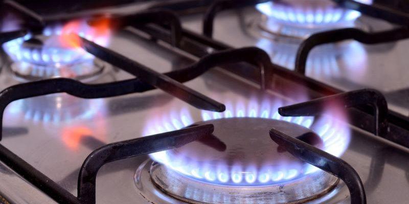 Consumatorii de gaze și energie electrică care nu și-au plătit facturile vor fi debranșați. Guvernul abrogă legea care interzicea deconectarea în starea de alertă