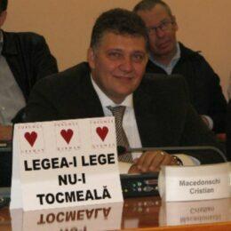 Fostul consilier local Cristian Macedonschi riscă până la 2 ani de pușcărie, pentru că nu-i plătește aproape 14.000 de euro unui fost angajat. Acesta a obținut o hotărâre definitivă și executorie pentru recuperarea unor salarii
