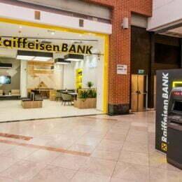 Raiffeisen Bank mai face un pas spre agenţiile fără casierii şi instalează maşini pentru depunerile făcute de companiile care utilizeaza volume mari de numerar