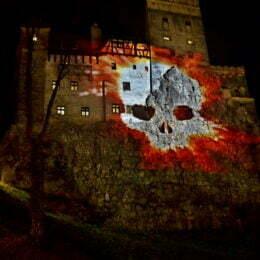 """Halloween-ul din acest an îi sperie cel mai tare pe patronii din turism. Turiștii străini n-au mai venit la Bran, ca să-l """"caute"""" pe Dracula"""