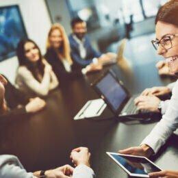STUDIU Românii își doresc să lucreze pentru Google, Regina Maria și Banca Transilvania. După ce criterii își aleg angajații companiile