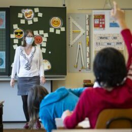 STUDIU al Inspectoratului Școlar Brașov: doar 4 din 10 angajați din învățământul preuniversitar ar face vaccinul anti-COVID