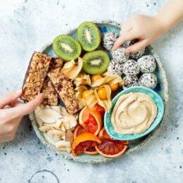 Răzvan-Ionuţ Greu: 5 idei de gustări sănătoase pentru care nu ai nevoie de aptitudini culinare
