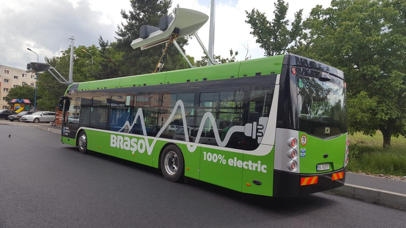 """Primăria amenajează 13 branșamente în vederea instalării """"pompelor"""" pentru autobuzele electrice, în mai multe capete de linie din Brașov. Costul lucrărilor de rețelistică se apropie de 165.000 de lei"""