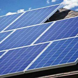 100 de apartamente din Bartolomeu vor primi căldură de la soare. Investiția – peste un milion de lei